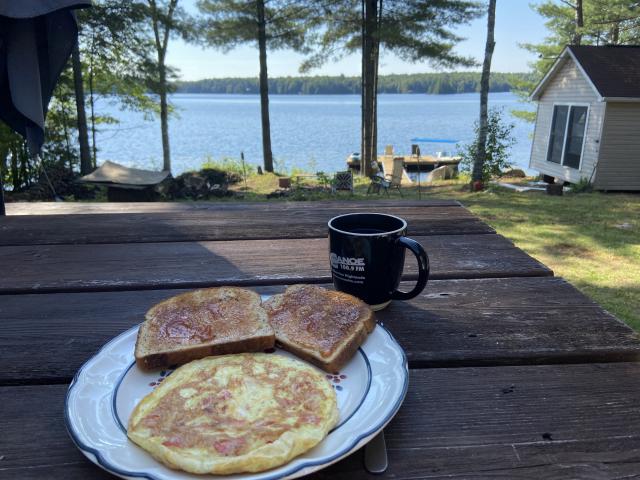 petit-déjeuner avec vue du lac